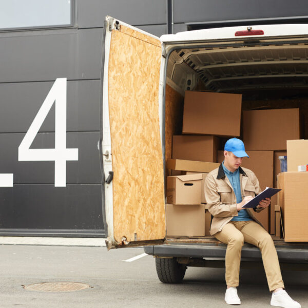 man-working-in-cargo-delivery-SUYQDWL (FILEminimizer)